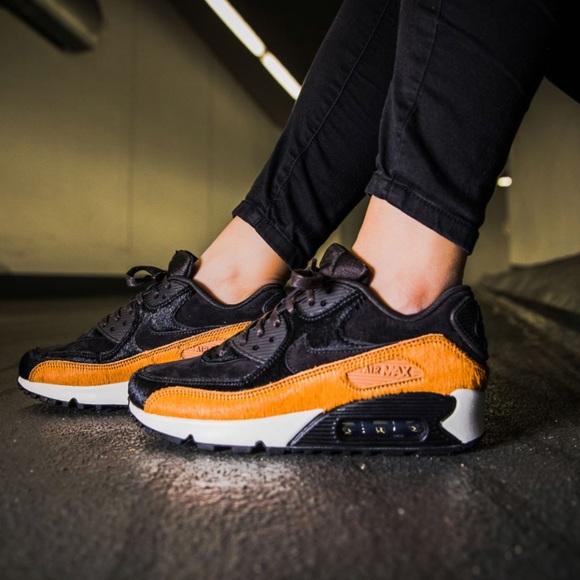 7d3568cd529f79 NWT Nike Air Max 90 LUX Tar WMNS